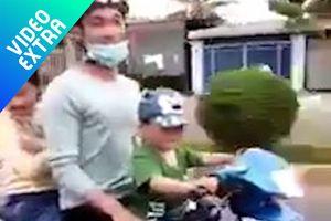 Bố để bé trai cầm lái chở 2 người phóng vun vút trên đường