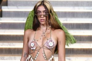 Con gái Madonna mặc gây sốc trên sàn diễn New York Fashion Week