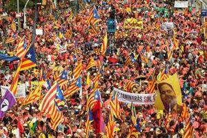 Đại biểu tình đòi Catalan độc lập: Phương Tây ám ảnh Kosovo!