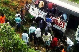 Xe bus Ấn Độ lao xuống vực, ít nhất 50 người thiệt mạng
