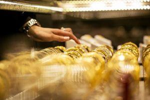 Vàng trong nước tăng giá trở lại khi đồng USD mất giá