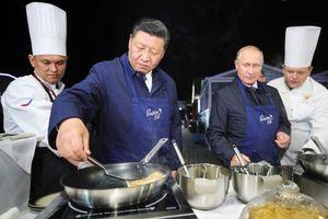 Hai nhà lãnh đạo Nga - Trung Quốc cùng vào bếp, phê phán ông Trump