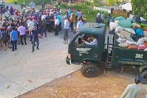 Ngăn chặn xe vào bãi rác, nhiều người dân bị côn đồ bịt mặt tấn công