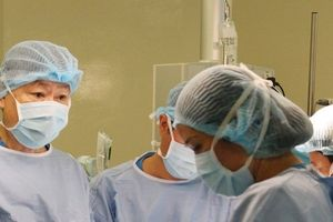 Hi hữu: Bệnh nhi phải cắt u gan mà không được truyền máu