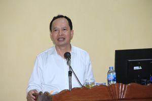 Đồng chí Bí thư Tỉnh ủy Trịnh Văn Chiến trao đổi với học viên lớp bồi dưỡng cán bộ dự nguồn Ban Chấp hành Đảng bộ tỉnh