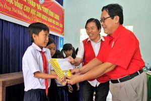Hội Chữ thập đỏ tỉnh Vĩnh Long: Trao học bổng và tặng nhà tình thương cho người nghèo