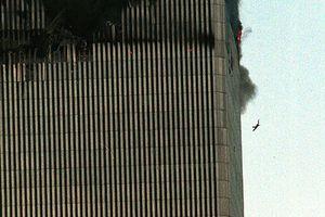 'Người đàn ông rơi' - khoảnh khắc ám ảnh nhất thảm kịch 11/9