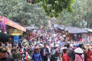 Đề nghị ngăn ngừa 'chặt chém', mê tín dị đoan tại chùa Hương