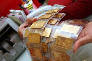 Sợ xếp hàng, người Hà Nội mua vàng cầu may trước ngày Thần Tài