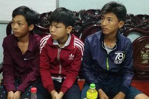Bộ trưởng Bộ GDĐT tặng Bằng khen cho học sinh nhặt được 40 triệu đồng