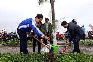 Trồng 5.000 cây xanh ngày Tết trồng cây