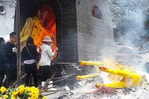 Hàng trăm ngựa 'khủng' đốt ở đền quan Hoàng Mười là của du khách miền Bắc?