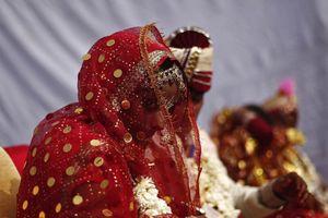 Khách bắn chỉ thiên mừng đám cưới, chú rể thiệt mạng