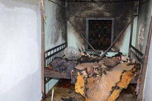Trà Vinh: Nổi cơn ghen, chồng phóng hỏa đốt nhà bên vợ