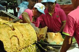 Kỷ lục thức ăn của người Việt: 'Chỉ lãng phí và phô trương thanh thế'