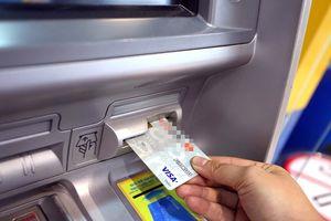Cạnh tranh phí dịch vụ ngân hàng