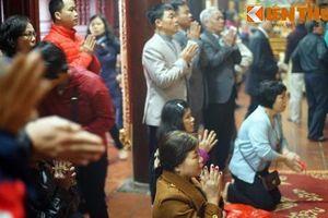 Vì sao người Việt có thói quen 'cứ đi lễ là cầu xin thánh thần'?