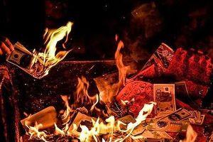 Hốt bạc tỷ mỗi ngày nhờ thói quen đốt 'tiền' của người dân
