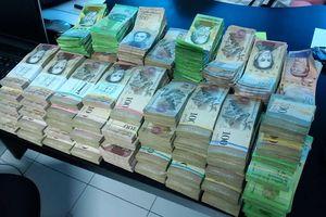 Dân Venezuela cân tiền thay vì đếm để tiết kiệm thời gian