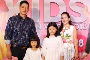 Diễn viên Bình Minh dẫn gia đình đi xem thời trang thiếu nhi