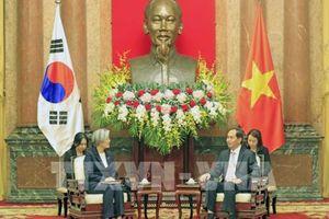 Chủ tịch nước Trần Đại Quang tiếp Bộ trưởng Ngoại giao Hàn Quốc
