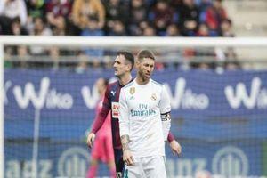 Sốc: Ramos 'són ra quần', bỏ dở trận đấu đi toilet