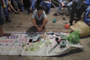 Công an Đắk Lắk mật phục bắt quả tang sòng bạc trong rẫy cà phê