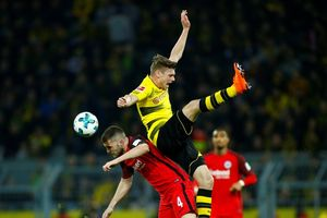Bundesliga: Bữa tiệc bóng đá của Dortmund
