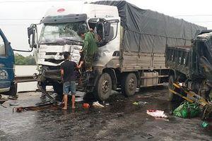 Ô tô tải đâm liên tiếp ở đường tránh Vinh, 1 phụ nữ thiệt mạng