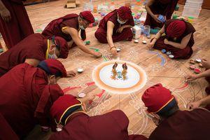 9 ngày chế tác bức tranh Phật bằng ngọc lớn nhất Việt Nam