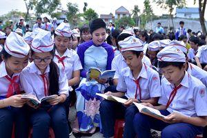 Hoa hậu Ngọc Hân 'truyền lửa' đam mê đọc sách cho học sinh
