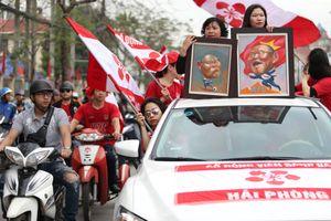 HLV Park Hang-seo có mặt trong đoàn diễu hành trước trận Hải Phòng - HAGL
