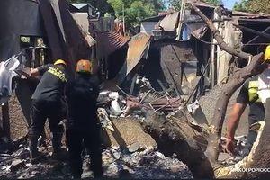 Đang ăn cơm trưa, cả gia đình thiệt mạng vì máy bay rơi trúng