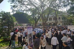 Hàng nghìn giáo dân dự lễ an táng cố Tổng giám mục Phaolo Bùi Văn Đọc