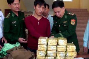 Bắt vụ vận chuyển 15 kg ma túy đá từ Lào vào Việt Nam
