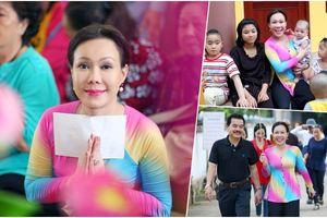 Việt Hương giản dị cùng 350 Phật tử đi hành hương