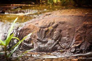 Bí ẩn dòng sông thiêng chứa hàng ngàn 'của quý' nam và nữ
