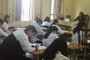 Nhiều phòng học ở THPT Trần Nhân Tông sẽ sập trần bất cứ lúc nào