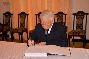 Xúc động lời ghi sổ tang viếng nguyên Thủ tướng Phan Văn Khải