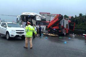 Xe cứu hỏa ngược chiều tông xe khách: Ai cũng đúng sao tai nạn vẫn xảy ra?