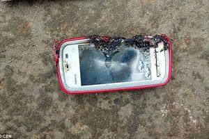 Điện thoại phát nổ khi đang sạc, thiếu nữ tử vong