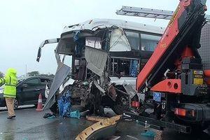 Giới luật sư lệch quan điểm vụ xe khách đâm xe cứu hỏa trên cao tốc