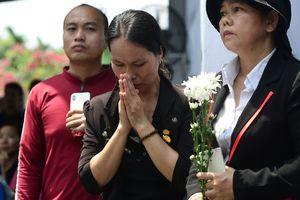 Khu mộ cố Thủ tướng Phan Văn Khải kín người đến viếng