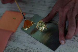 Giật mình socola đắt nhất thế giới phủ vàng giá… ngang ô tô