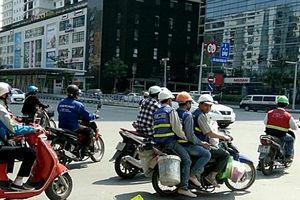 Sai luật - cảnh thường thấy trên đường Hà Nội