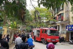 Cháy chung cư 5 tầng, người dân hoảng loạn tháo chạy ra ngoài