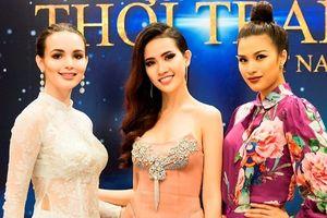 Phan Thị Mơ đọ sắc bên Hoa hậu Đại sứ du lịch thế giới 2017