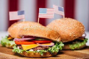 Cứ tưởng những món fast food này đại diện cho ẩm thực Mỹ, đến khi tìm hiểu mới thấy 'ôi thật bất ngờ'