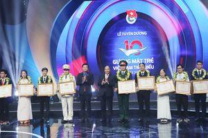 Thủ tướng trao giải thưởng cho 10 Gương mặt trẻ Việt Nam tiêu biểu năm 2017