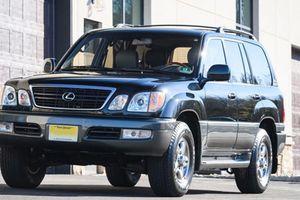 Xe Lexus LX470 dùng 17 năm 'giá chát' 2,94 tỷ đồng